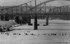 "<div class=""source"">The Cincinnati Enquirer Online Files/Gerry Wolter</div><div class=""image-desc"">23 January, 1977, Ohio River at NKY/Cincinnati</div><div class=""buy-pic""></div>"