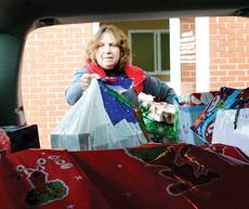 """<div class=""""source"""">John Whitlock </div><div class=""""image-desc"""">Owen County Extension Agent for Family and Consumer Science Judy Hetterman packs up some of the presents from the News-Herald office into a waiting SUV.</div><div class=""""buy-pic""""><a href=""""/photo_select/8654"""">Buy this photo</a></div>"""