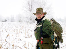 "<div class=""source""></div><div class=""image-desc"">Michael Harmon, above, a volunteer with the state's raptor education program at Salato Wildlife Center in Frankfort, will be a featured guest at this year's Owen County History Day. </div><div class=""buy-pic""><a href=""http://web2.lcni5.com/cgi-bin/c2newbuyphoto.cgi?pub=033&orig=HS-Lead-photo.jpg"" target=""_new"">Buy this photo</a></div>"