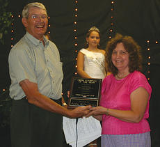 "<div class=""source""></div><div class=""image-desc"">Tom Olds presents the Owen Countain of the Year award to County Extension for Family and Consumer Science Agent Judy Hetterman.</div><div class=""buy-pic""><a href=""/photo_select/1967"">Buy this photo</a></div>"