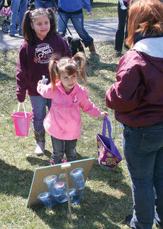 "<div class=""source"">John Whitlock </div><div class=""image-desc"">Jaydie Kelley, 3, plays one of the games at the Easter egg hunt as Lilliana Hernandez looks on.</div><div class=""buy-pic""><a href=""http://web2.lcni5.com/cgi-bin/c2newbuyphoto.cgi?pub=033&orig=IMG_8427.jpg"" target=""_new"">Buy this photo</a></div>"