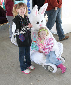 "<div class=""source"">John Whitlock </div><div class=""image-desc"">Mary Prather, 6, and Angela Becker, 4, pose with the Easter Bunny.</div><div class=""buy-pic""><a href=""http://web2.lcni5.com/cgi-bin/c2newbuyphoto.cgi?pub=033&orig=IMG_8439.jpg"" target=""_new"">Buy this photo</a></div>"