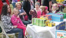 "<div class=""source"">John Whitlock </div><div class=""image-desc"">Millie Cook, center, sells Girl Scout Cookies with the help of fellow scouts and family members.</div><div class=""buy-pic""><a href=""http://web2.lcni5.com/cgi-bin/c2newbuyphoto.cgi?pub=033&orig=IMG_8457.jpg"" target=""_new"">Buy this photo</a></div>"
