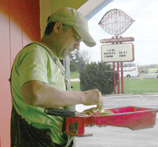 """<div class=""""source""""></div><div class=""""image-desc"""">Mario Chavez puts bright paint on the walls of Casa Mexican Restaurant. </div><div class=""""buy-pic""""><a href=""""/photo_select/9295"""">Buy this photo</a></div>"""