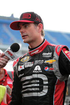 """<div class=""""source"""">Photo by Will Hearne</div><div class=""""image-desc"""">Jeff Gordon</div><div class=""""buy-pic""""><a href=""""/photo_select/11941"""">Buy this photo</a></div>"""
