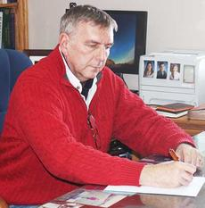 """<div class=""""source"""">Molly Haines</div><div class=""""image-desc"""">Photo by Molly Haines  Owen County Extension Agent for Agriculture and Natural Resources Kim Strohmeier worked at his desk Jan. 24. Strohmeier is set to retire Friday after nearly 35 years in the position.</div><div class=""""buy-pic""""><a href=""""/photo_select/11145"""">Buy this photo</a></div>"""