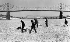 "<div class=""source"">The Cincinnati Enquirer Online Files/Bob Lynn</div><div class=""image-desc"">19 January, 1977, Ohio River at NKY/Cincinnati </div><div class=""buy-pic""></div>"
