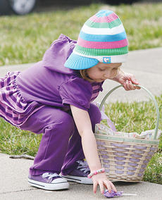 "<div class=""source"">Molly Haines</div><div class=""image-desc"">Reagan Dorton picks up a sucker for her basket. </div><div class=""buy-pic""><a href=""/photo_select/9128"">Buy this photo</a></div>"