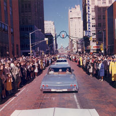 "<div class=""source"">public domain</div><div class=""image-desc"">Dallas Motorcade</div><div class=""buy-pic""></div>"