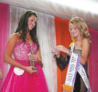 2012 Miss Teen Owen County Veronica Chisholm prepares to crown this year's Miss Teen, Molly Gamble.
